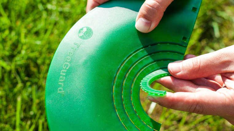 prisposobitelny-priemer-ochrana-stromov-treeguard-jednoduche-kosenie